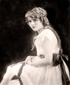 02Mary_Pickford_01-475x577